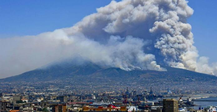 Le parc national de Vésuve ravagé par les flammes — Italie