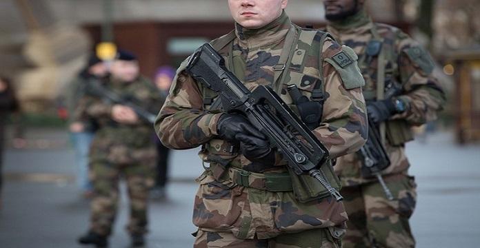 Mise en examen de l'agresseur d'un militaire à Paris — France