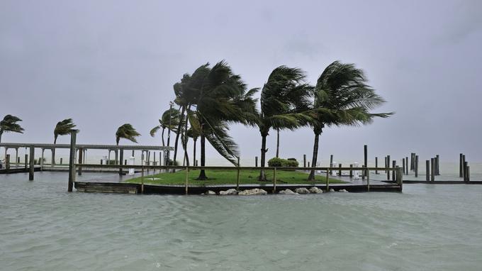 Macron partira lundi soir pour Saint-Martin — Irma