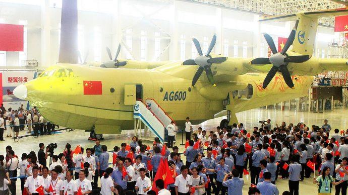 Vol inaugural du plus gros hydravion au monde — Chine