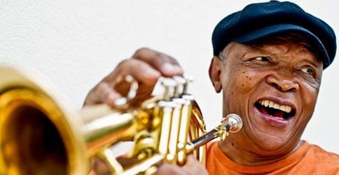 Le légendaire trompettiste sud-africain Hugh Masekela s'est éteint