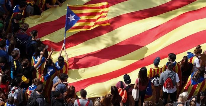 LEAD 1-Les indépendantistes catalans veulent Puigdemont à la présidence