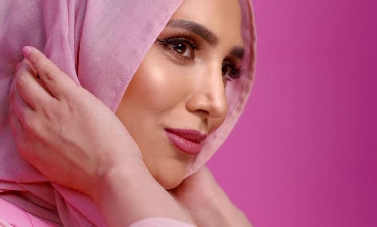 L'Oréal choisit une mannequin voilée pour une publicité de… shampooing