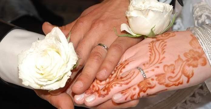 Le samedi 16 février, un élève du lycée Al Ijtihad de la ville de Youssoufia  a épousé sa professeure de mathématiques.