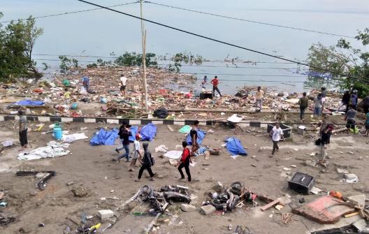 Séisme en Indonésie: le bilan grimpe à 832 morts