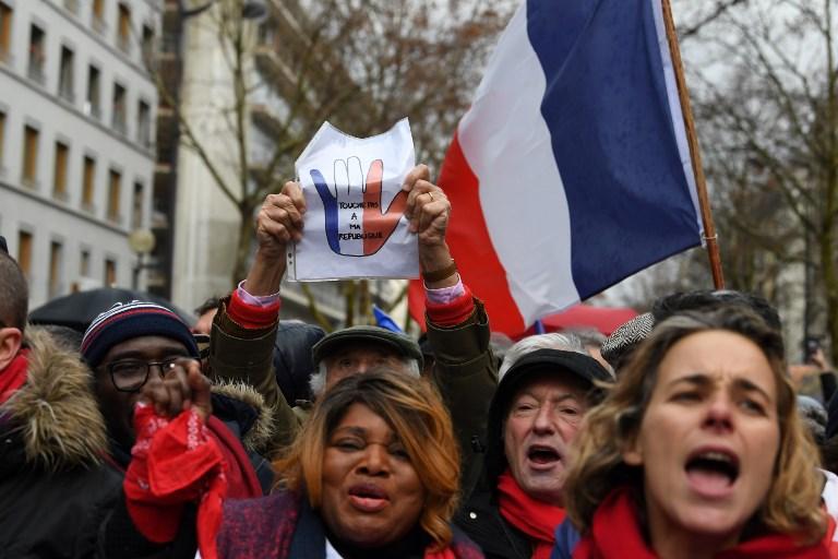 styles de variété de 2019 nouveaux prix plus bas prix le plus bas Plus de 10.000 « foulards rouges » défilent à Paris contre ...