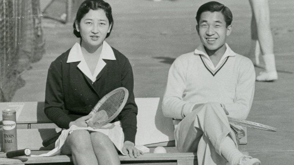 Akihito abdique ce mardi, une première en deux siècles — Japon