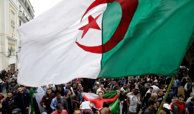 Algérie: un manifestant blessé meurt