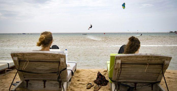 Des touristes sur la plage de Dakhla en octobre 2019. AFP