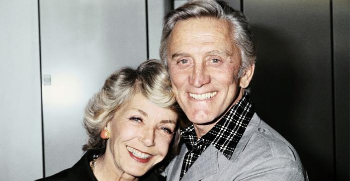 Kirk Douglas avec sa femme Anne, en septembre 1978 à Paris