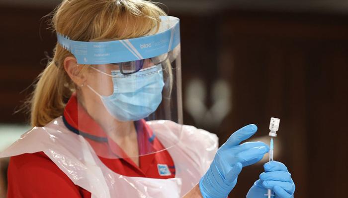 Coronavirus: feu vert au vaccin AstraZeneca/Oxford au Royaume-Uni